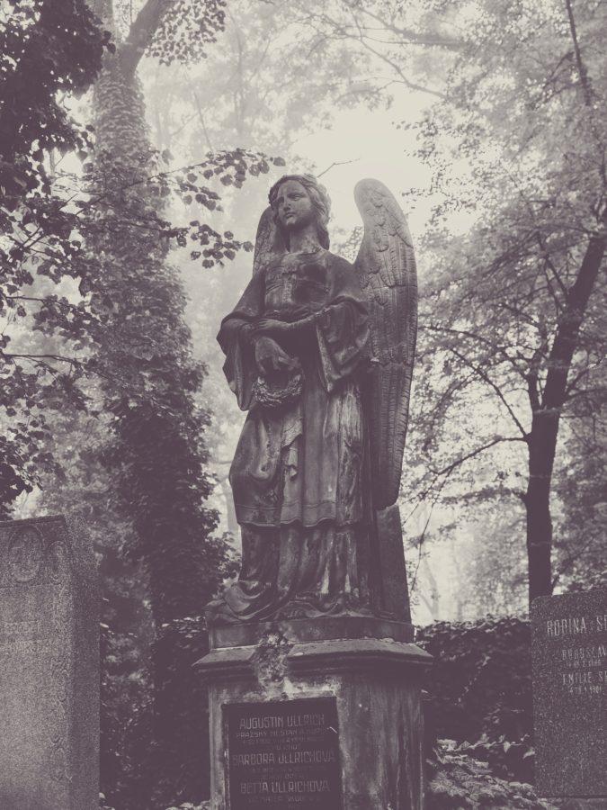 Hřbitovní romantika